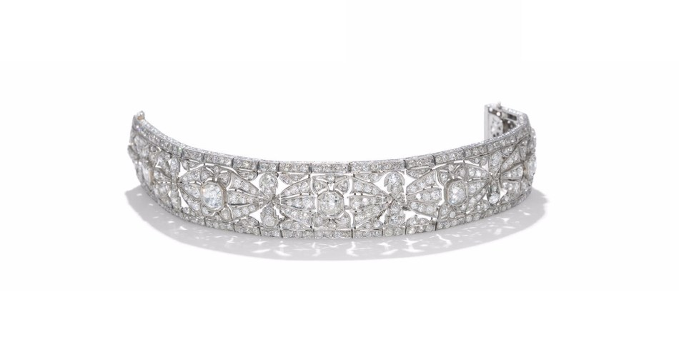 AN ART DECO DIAMOND BRACELET, Circa 1925