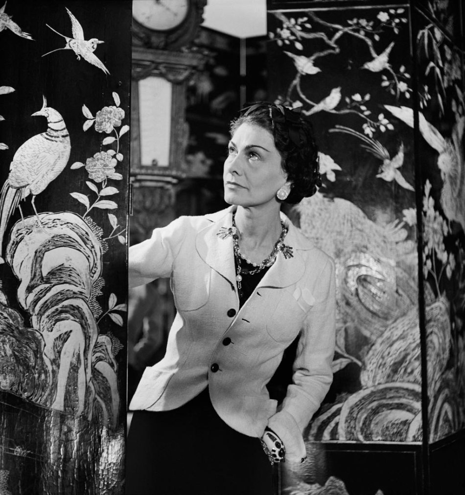 1937-Photo-Lipnitzki-Coco-Chanel-Coromandel-Screens