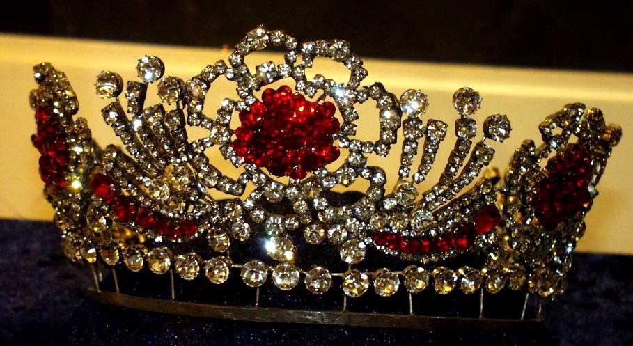 Koningin Elizabeth II Birmaanse robijnrode tiara