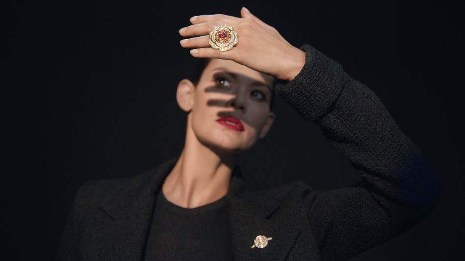 Chanel 1.5 - 1 Camélia, 5 Allures High Jewellery Collection. Rouge Tentation ring and brooch