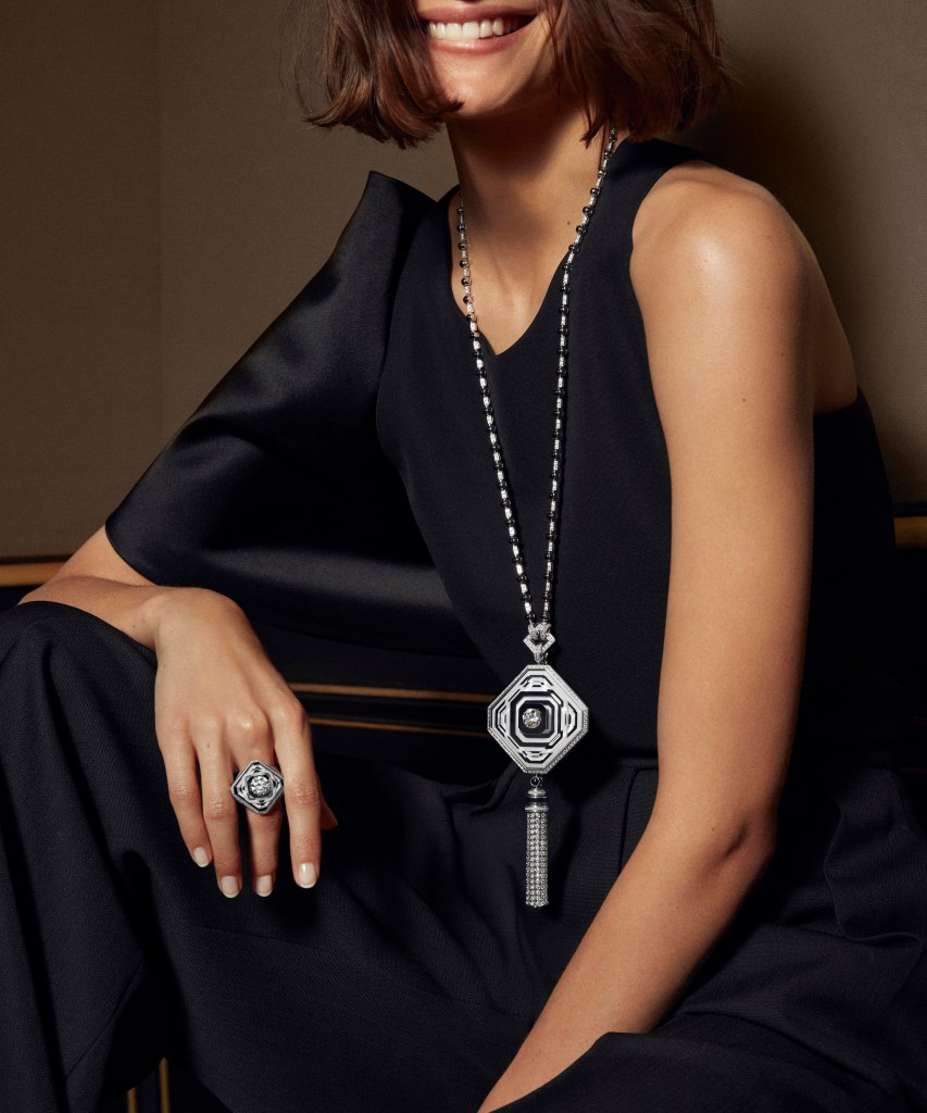 2019 HJ collection Paris, vu du 26 - 26V long necklace and ring