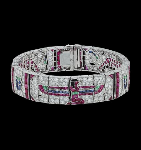 "Utställning ""Van Cleef & Arpels. Time, Nature, Love"". Egyptiska armband."