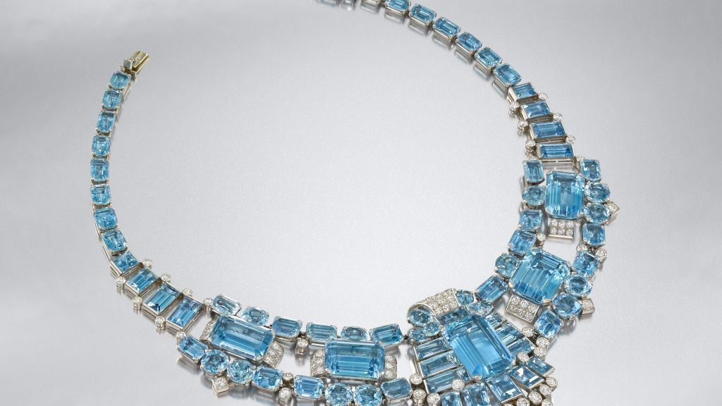 Bonhams London - Isang Art Deco aquamarine at kwintas na diamante, ni Cartier,