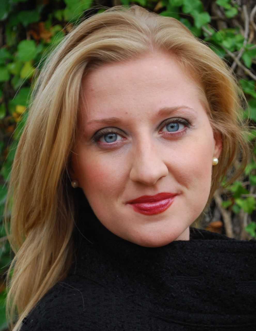 Elizabeth Jones - Voice & Piano Teacher