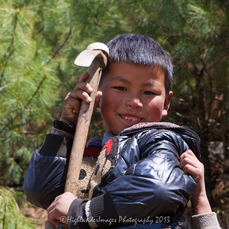 Small boy between Monjo and Lukla