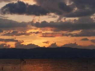 夕暮れの諏訪湖(Lumix G 42.5mm f1.7)