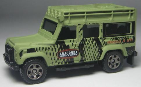 MB697 Land Rover Defender 110