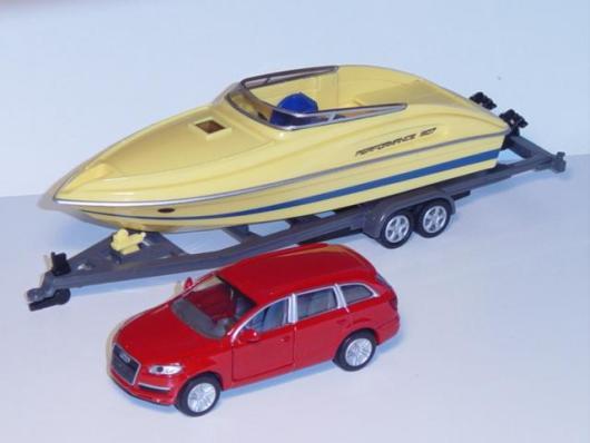 2543 Audi & Motorboat