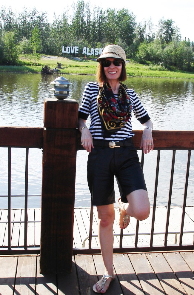 mature fashion blogger in weekend outfit with leather shorts and T-shirt