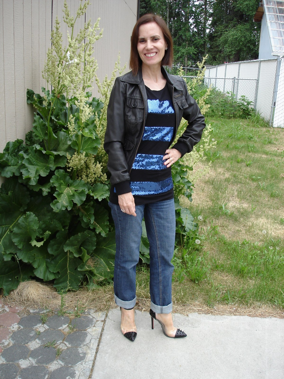 style blogger in boyfriends with a sequin striped T-shirt and leather bomber