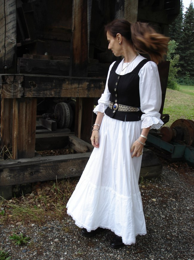 Gold rush costume in white with vest