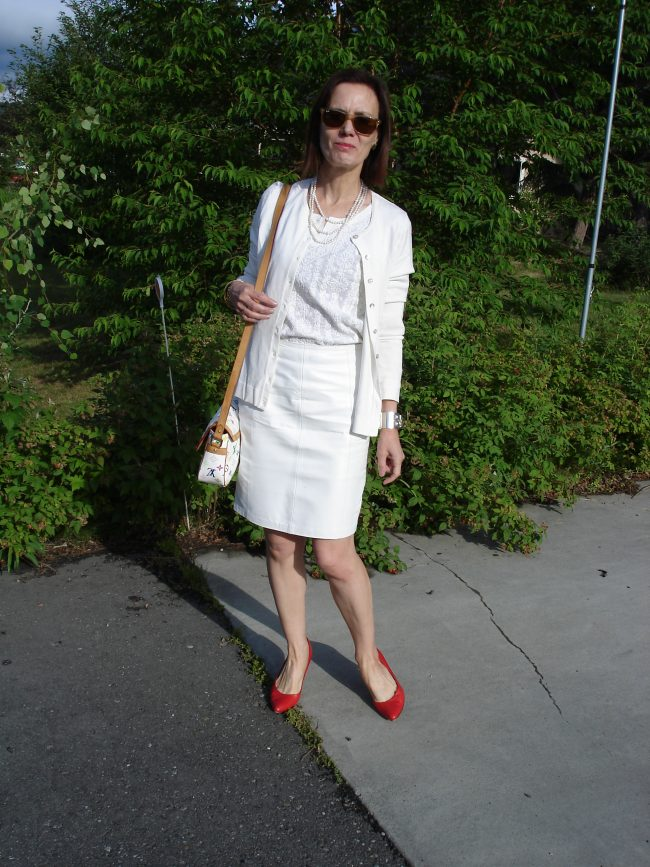 over 50 years old woman in all white work outfit with red pumps
