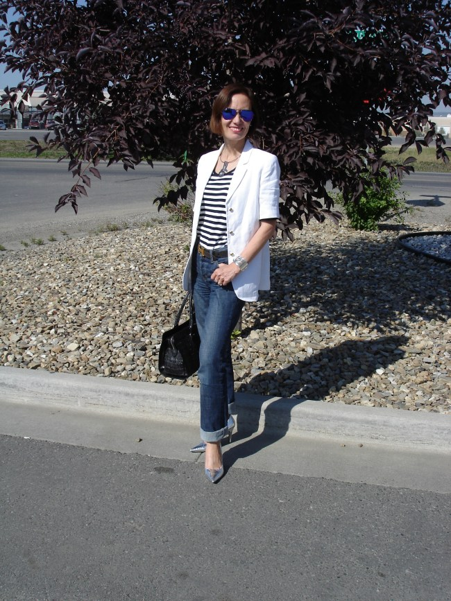 #fashionover40 Short-sleeve blazer with pants and striped T-shirt