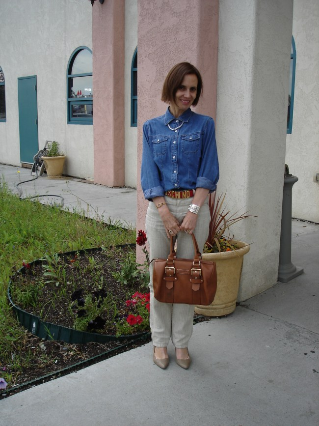 style blogger in linen pants and jeans shirt