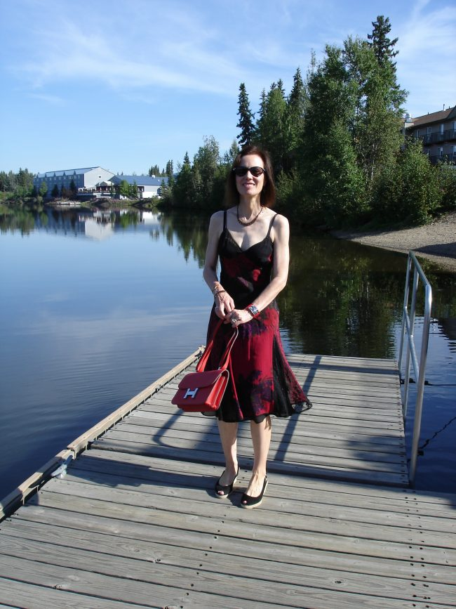 influencer in sundress for brunch on a hot summer day at the lake