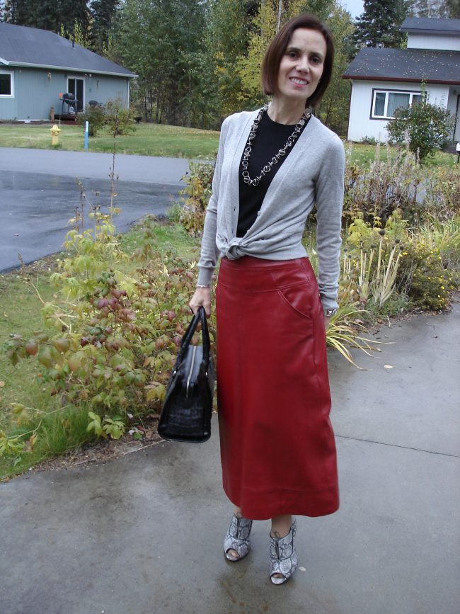 influencer in maxi skirt fall outfit