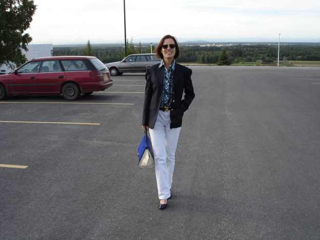#over40 Business casual look with white boyfriend jeans and navy blazer | High Latitude Style | http://www.highlatitudestyle.com
