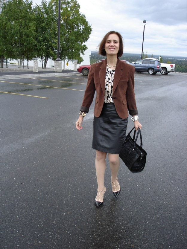 fashionover40 woman in business casual outfit