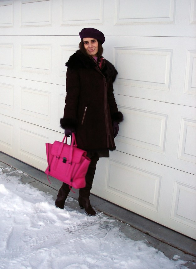 #fashionover50 Winter look inspiration in burgundy, brown and fuchsia for mature women