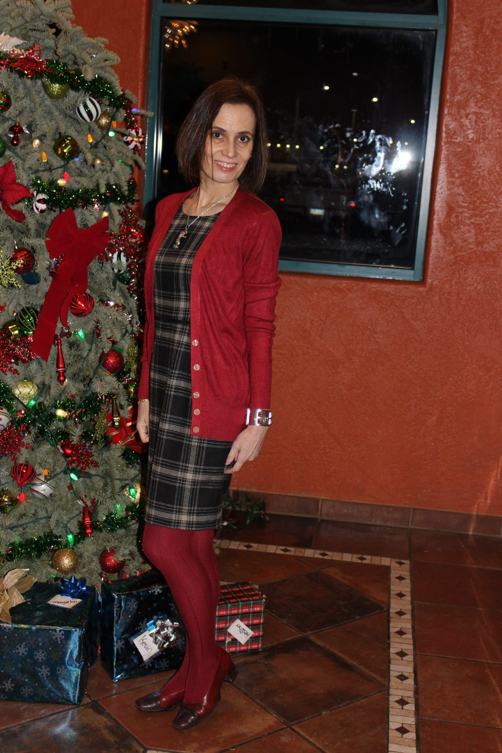 fashion blogger in plaid sheath, red cardigan and tights