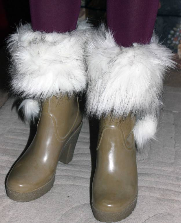 details of the socks with faux fur