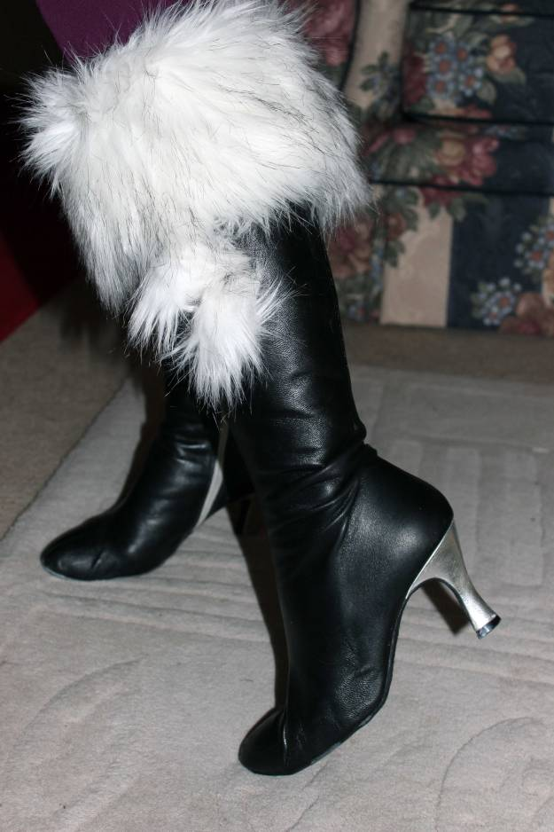 Boot toppers c/o Top of the Boot with pom pom accessories