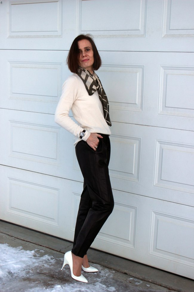 fashioover40 woman wearing joggers in a black and white look