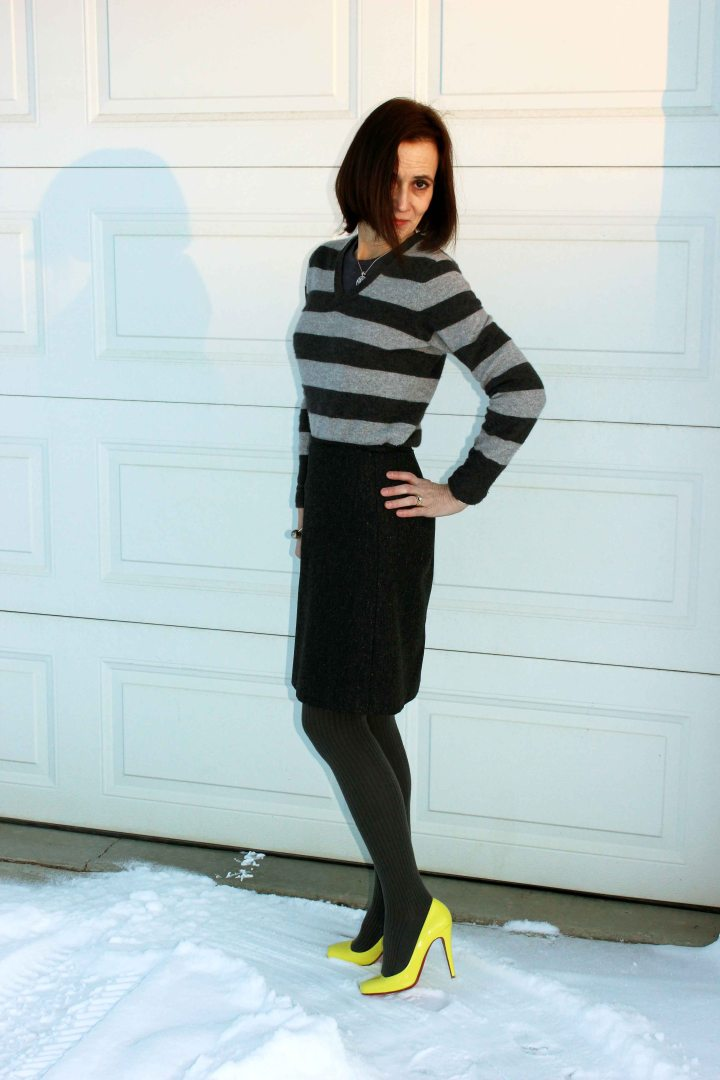 #over50style woman wearing a tweed skirt with pop of color