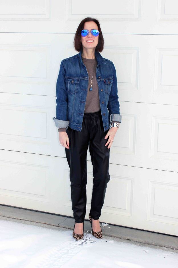 fashion blogger in a posh casual look with purple mirrored aviator sunglasses0