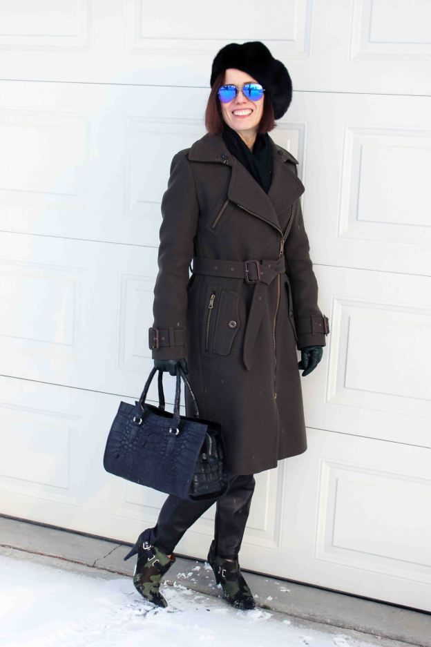 #fashionover50 midlife woman looking casual posh in winter outfit with mirrored sunglasses