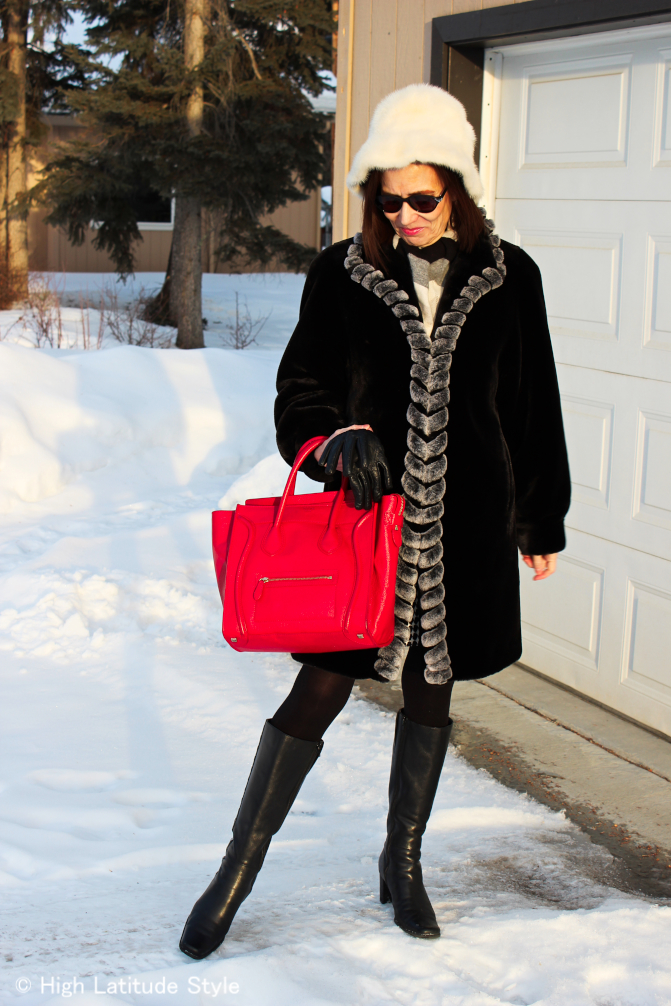 #fashionover50 mature woman in classic winter outfit with faux fur coat (<a href=