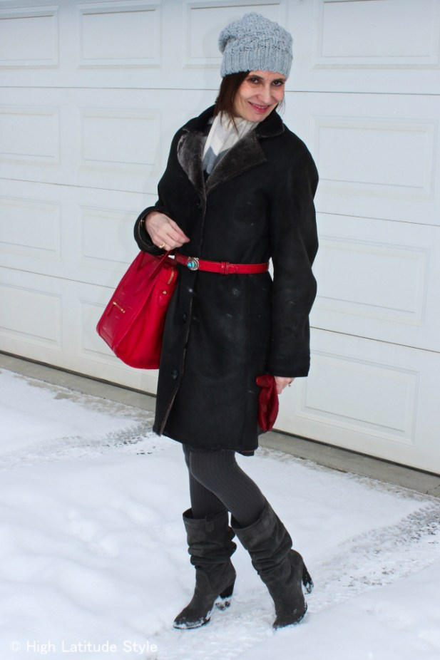#advancedfashion Mature woman with gray pom pom hat, red gloves and bag