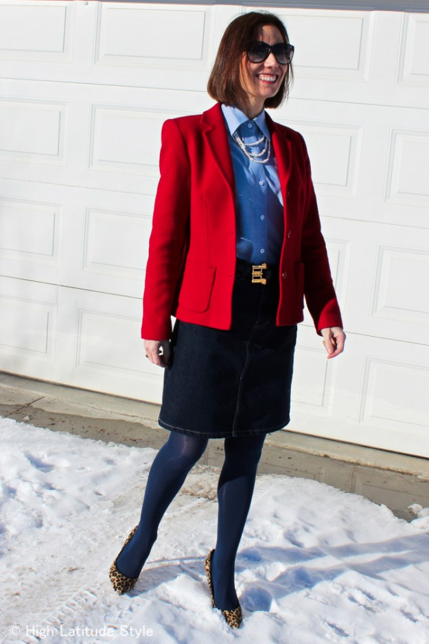 #fashionover50 Mature women in classic office outfit with blazer and skirt