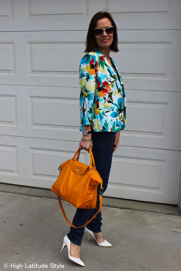#floralBlazer #JBrandSkinnies #PliageBag #streetstyle http://www.highlatitidestyle.com