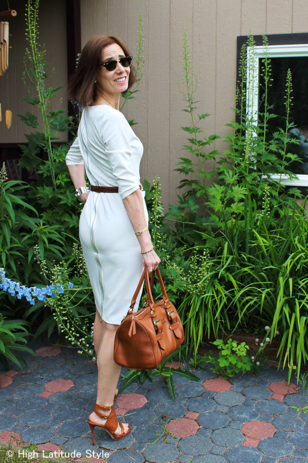 #LookbookStoreReview #LookbookStore mature woman in v-neck dress