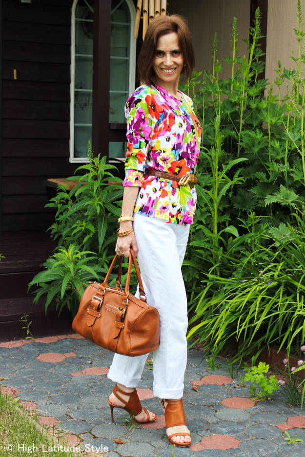 #fashionover50 woman in floral top with BF jeans and satchel