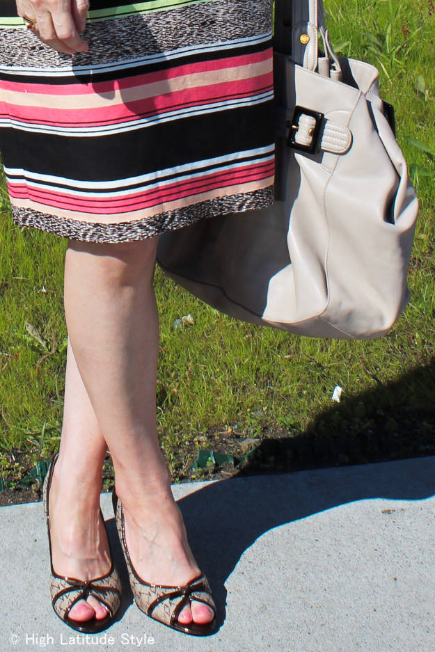 details of summer office outfit with thrift store found pumps