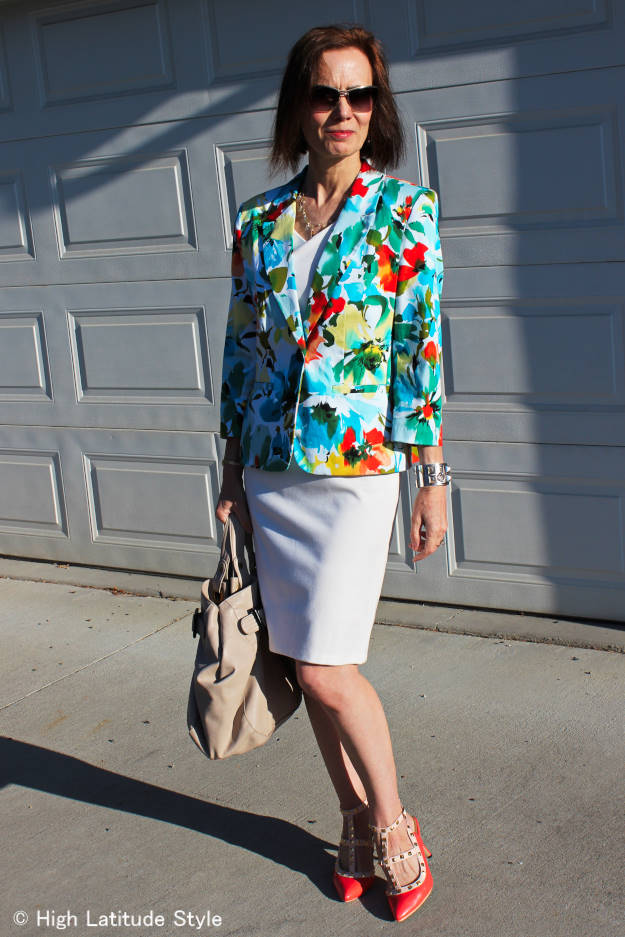 #fashionover50 mature woman in a summer clothes styled for vernal equinox