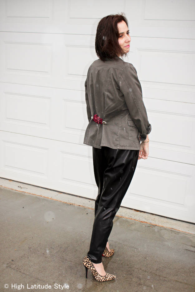 #advancedstyle DIY clip to clinch in a non-structure jacket at the waist to look slim