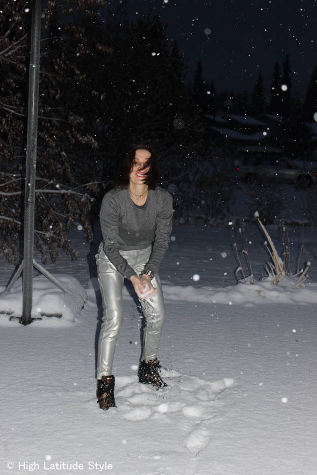 Over 40 having fun in a great streetstyle outfit on a snowy day