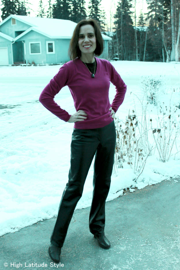 #over40fashion woman dressed in American Classic winter look for a family reunion