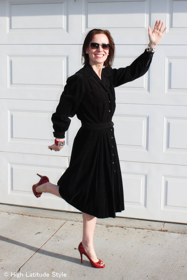 fashion blogger in 40s style shirt dress