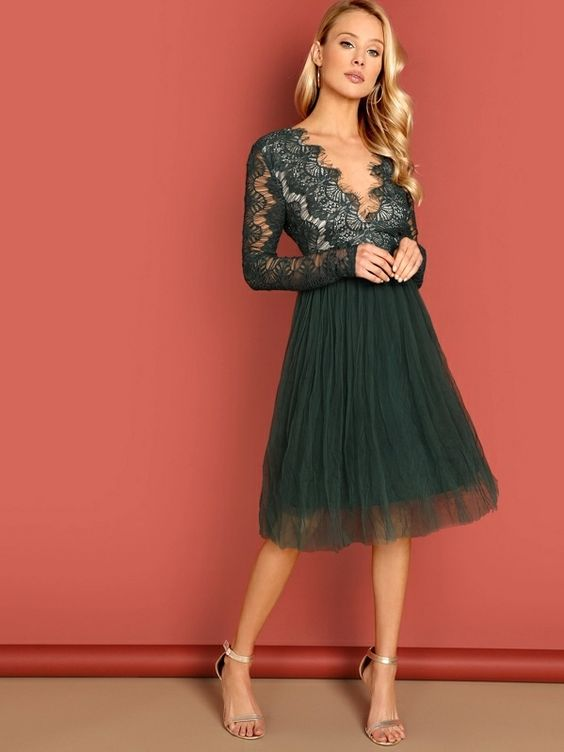 lace bodice with V-neck and tulle skirt in bottle green