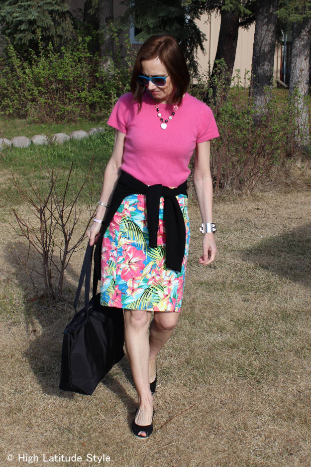 style blogger Nicole with floral skirt, sweater, cardigan, and Jill.E Designs tablet bag