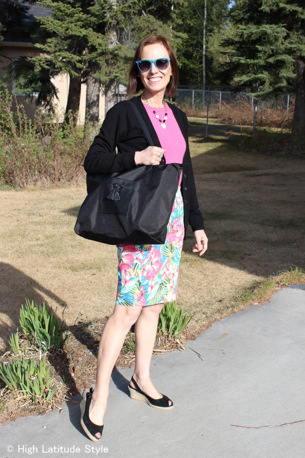 #styleover50 Nicole with a floral skirt, sweater, cardigan and Jill.E tablet tote