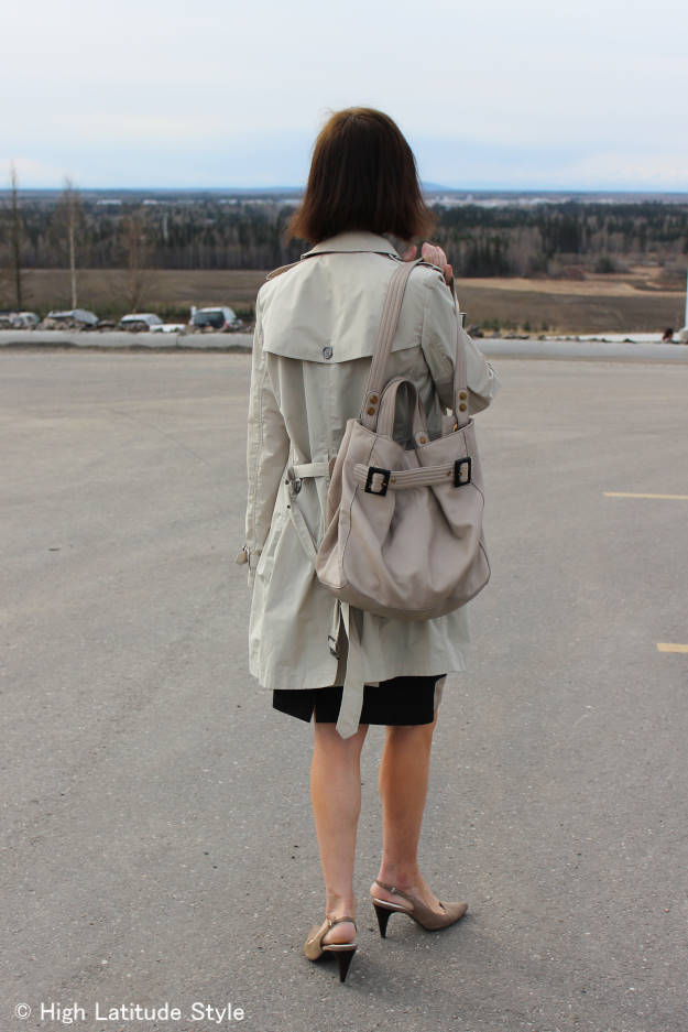 style influencer woman in trench coat