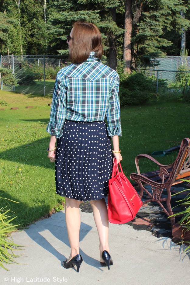 summer outfit idea mixing plaid and polka dots
