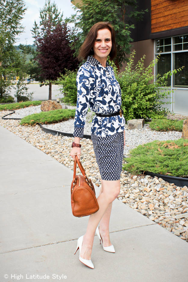 #styleover40 mixed prints in blue-and-white trend for work