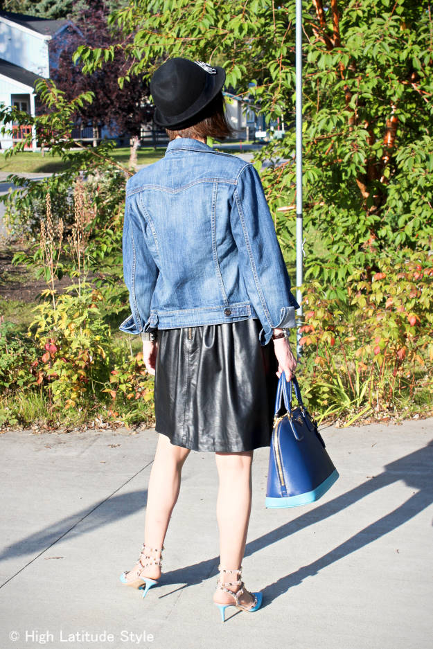 Alaskan fashion blogger in street style