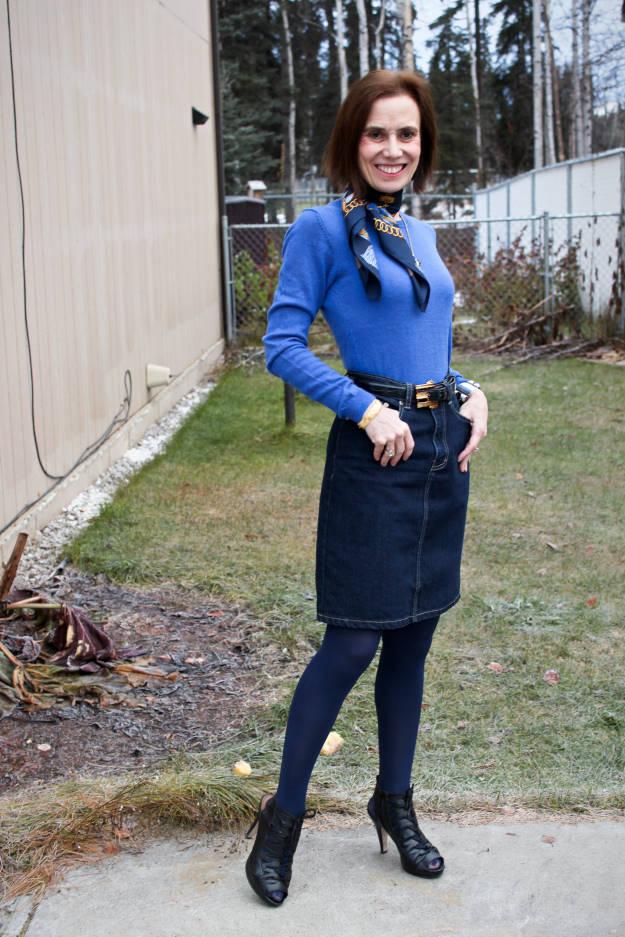 #fashionover40 #fashionover50 fashion blogger Nicole of High Latitude Style in Alaskan street style for Thanksgiving